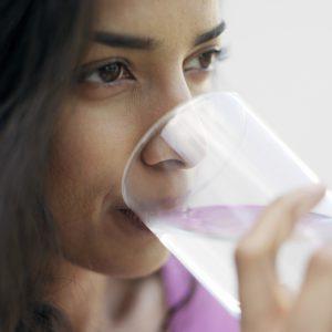Trinken ist auch wichtig um das Bindegewebe geschmeidig zu halten.