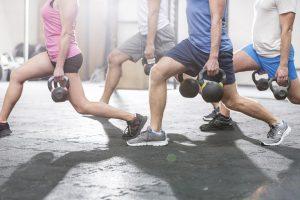 Bei einigen Übungen im Kraftsport kann es zu Dehnungsstreifen kommen.