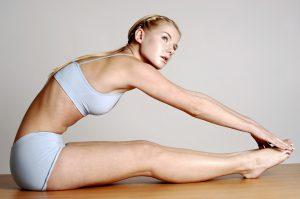 Genügend Sport und Ernährung sind natürlich auch wichtig im Kampf gegen Schwangerschaftsstreifen