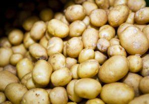 Ja, sogar die Kartoffel ist ein beliebtes Hausmittel gegen Dehnungsstreifen und Hautprobleme!