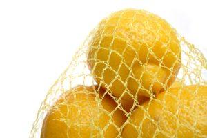 Reich an Vitamin C und als Peeling durch die hohe Säurekonzentration geeignet: Die Zitrone.